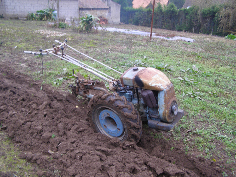 1ere etape du travail preparation de terrain pour pelouse - Niveler un terrain pour pelouse ...