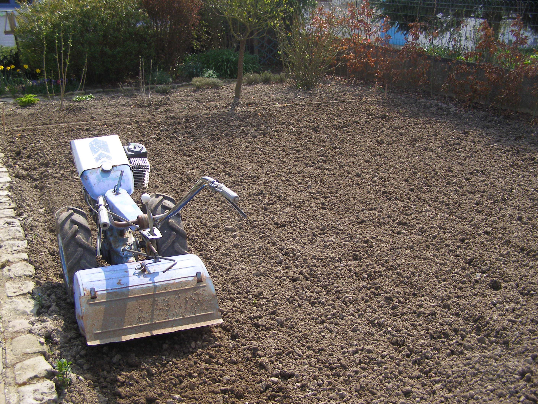 2 eme tape preparation de terrain pour pelouse. Black Bedroom Furniture Sets. Home Design Ideas